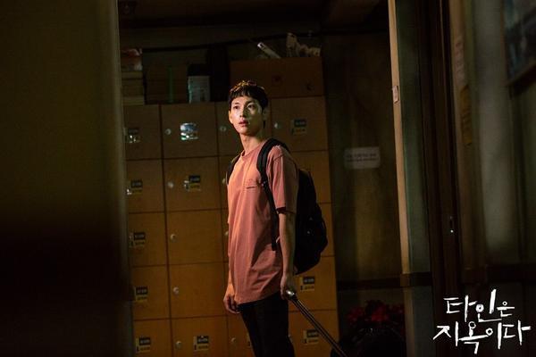 'Strangers From Hell' phát hành hình ảnh đầu tiên của nha sĩ điển trai Lee Dong Wook ảnh 4