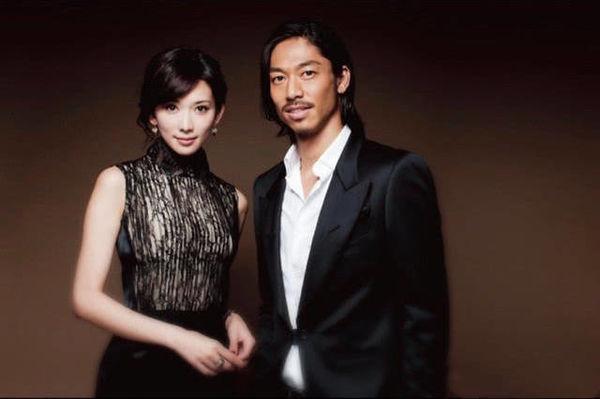 Không một tấm ảnh hay tin tức về hẹn hò trước đó, Lâm Chí Linh gây chấn động cả mạng xã hội khi bất ngờ công bố đã kết hôn với nam ca sĩ Nhật Bản kém hơn mình 7 tuổi