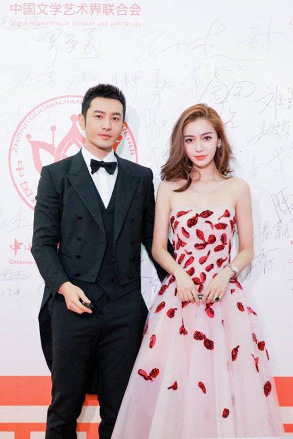 Huỳnh Hiểu Minh phủ nhận tin đồn ly hôn với Angelababy khi tiết lộ bà xã vẫn luôn quan tâm, lo lắng cho anh.