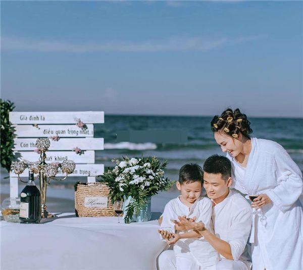 Bảo Thanh hạnh phúc bên chồng và con trai
