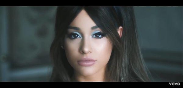 Fan ngỡ ngàng vì single Boyfriend chính hiệu của Ariana Grande được bày bán với giá bèo không ngờ ảnh 8