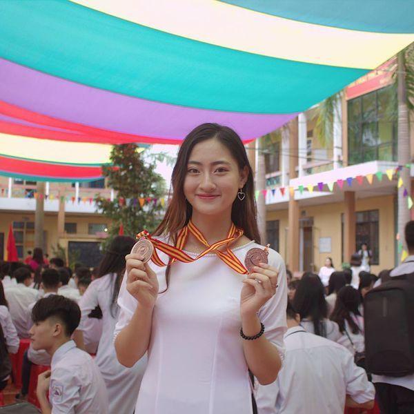 Không chỉ xinh đẹp, nàng Tân Hoa hậu Thế giới Việt Nam 2019 Lương Thuỳ Linh còn sở hữu bảng thành tích học tập vượt trội.
