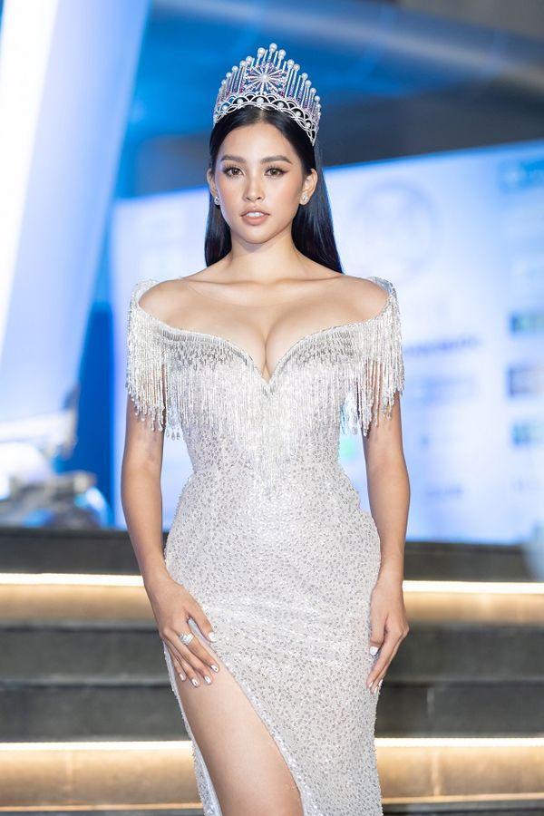 Với vai trò là Đại sứ Miss World 2019 Tiểu Vy phải luôn theo sát các lịch trình do đó cô nàng hầu như không có thời gian nhiều để tập luyện