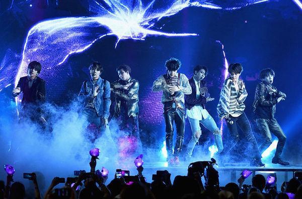 Kpop tuần qua: Big Hit thu mua Source Music, BTS  Twice thay nhau báo tin bội thu vé concert ảnh 5