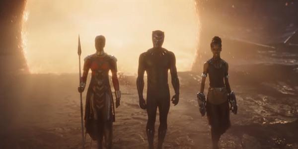 Black Panther chính là người đầu tiên xuất hiện.