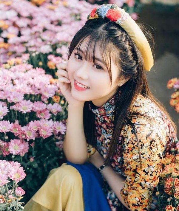 Hoàng Châu sở hữu gương mặt dễ thương, xinh xắn.