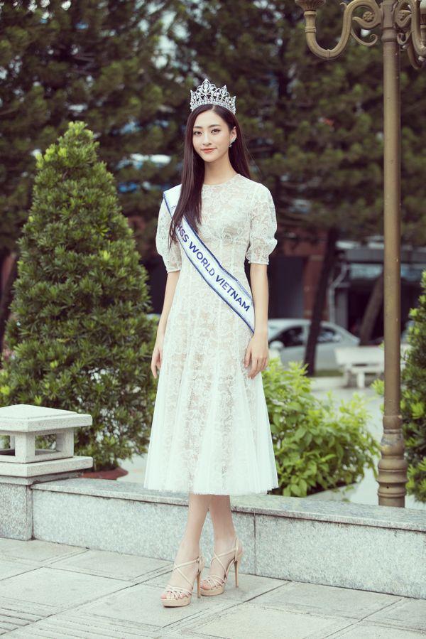 Tân Hoa hậu Lương Thùy Linh.