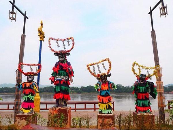 Thái Lan là quốc gia chịu ảnh hưởng mạnh mẽ nhất của Phật giáo tại Đông Nam Á. Lễ Vu Lan tại Thái Lan được diễn ra lớn nhất ở tỉnh Dan Sai, người dân tổ chức những hoạt động huyên náo. Nổi bật nhất là đám rước mặt nạ bằng vỏ trấu hoặc lá dừa cộng với quần áo chấp vá. Vào cuối mùa lễ người dân sẽ lắng nghe thuyết giảng từ các nhà sư.
