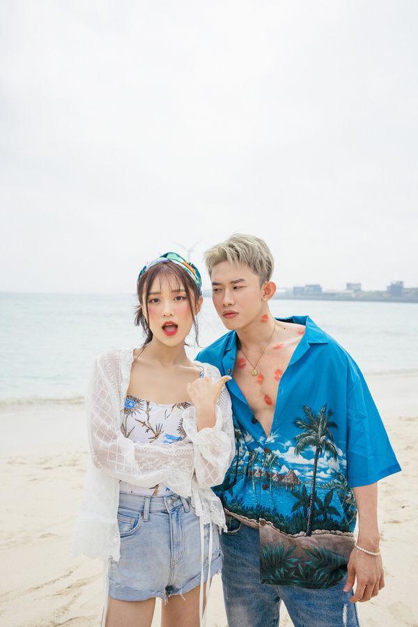 Han Sara cùng Kay Trần trong MV Đếm cừu.