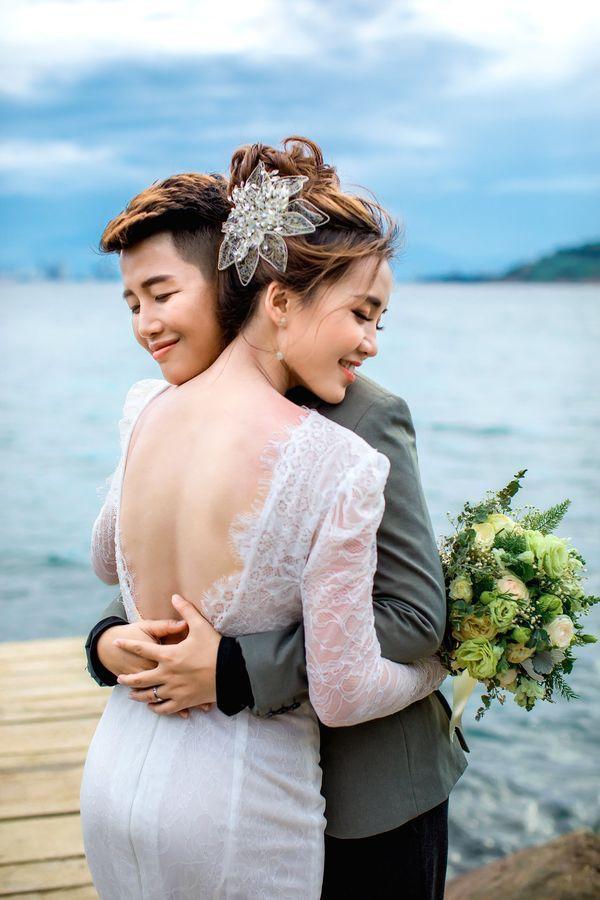 Tan chảy con tim trước tình yêu của các cặp đôi LGBT nữ nổi danh ảnh 6