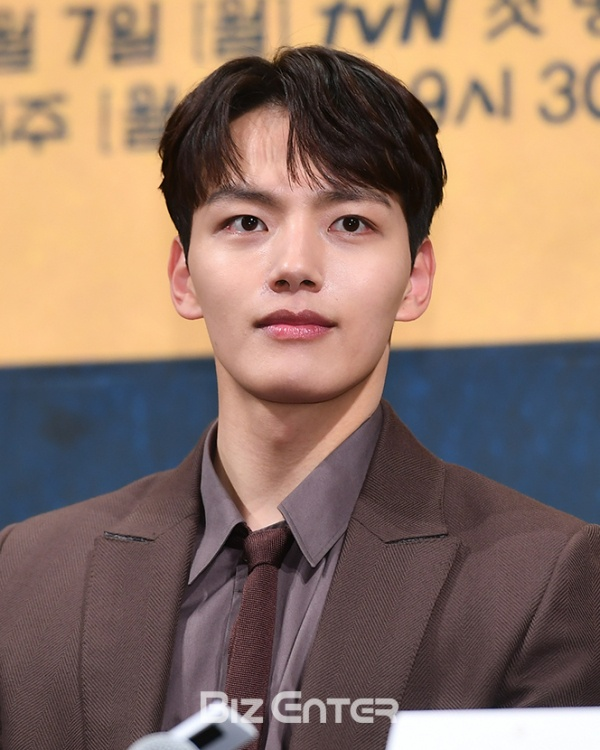 Yeo Jin Goo hạng 6.