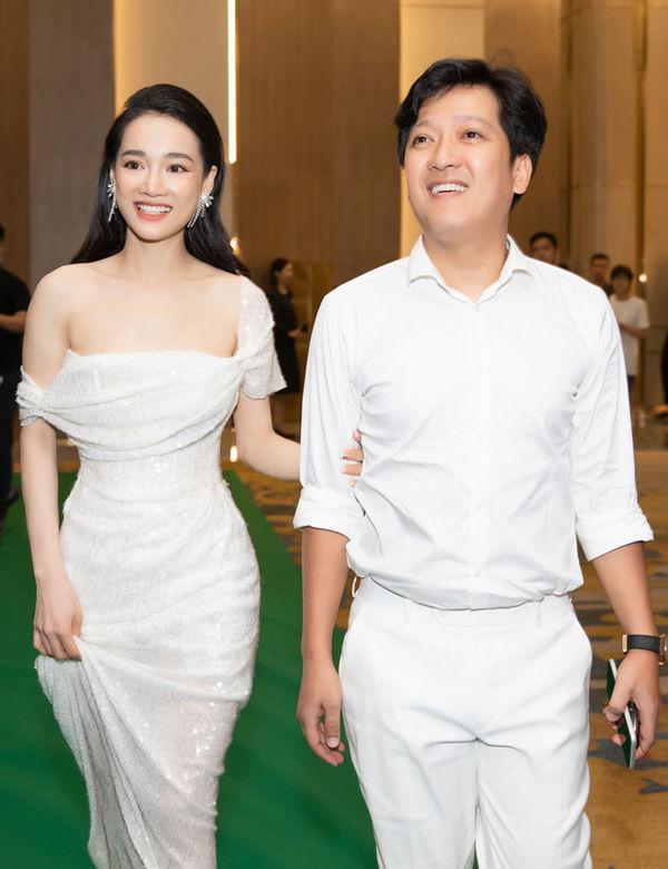 Nhã Phương và Trường Giang kết hôn vào năm 2018, sau đó không lâu cư dân mạng bắt đầu râm ran bàn tán về tin mang thai và sinh con của nữ diễn viên