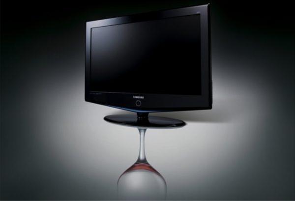 Samsung LCD TV Bordeaux (2006) khiến thị trường phải nghĩ lại rằng TV cũng phải đẹp.