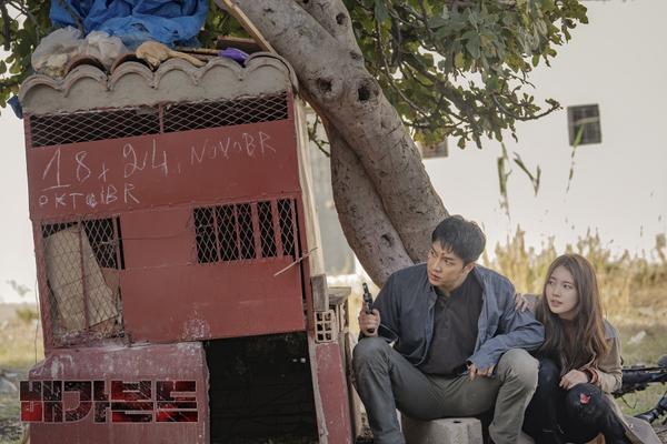 Vagabond tung trailer thứ 2: Mãn nhãn với màn đấu súng như phim Hollywood của Suzy và Lee Seung Gi ảnh 3