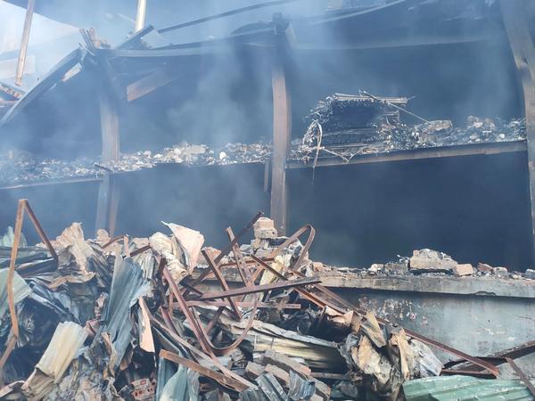 Hiện trường tan hoang sau cháy lớn ở Công ty bóng đèn phích nước Rạng Đông.