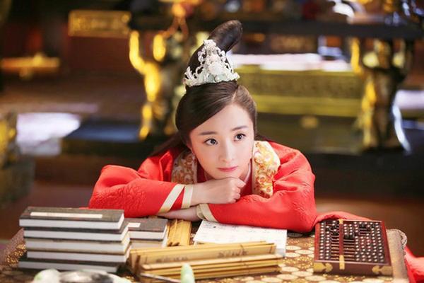 Lộ ảnh hẹn hò giữa Hồ Băng Khánh và Trần Tinh Húc  Lại thêm một chiêu trò PR phim mới? ảnh 1
