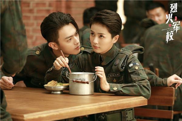 Từ vị trí người mẫu của Taobao trở thành minh tinh: Hứa Khải lên bảng vàng, Hoàng Cảnh Du trở thành diễn viên hạng A ảnh 4