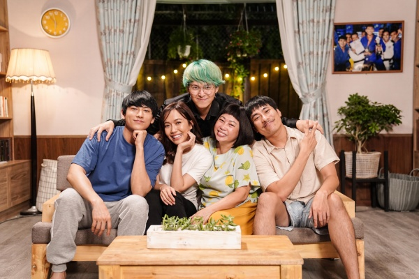Đạo diễn Vũ Ngọc Phượng cùng dàn diễn viên chính là Isaac, Kiều Minh Tuấn, Diệu Nhi, Phi Phụng