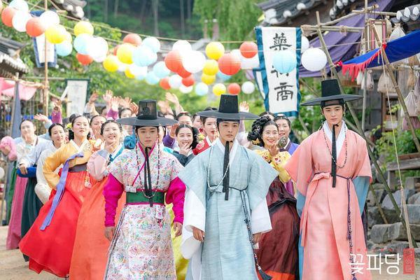 Park Ji Hoon cùng dàn mỹ nam cực phẩm khiến khán giả thích thú trong Vườn sao băng phiên bản cổ trang ảnh 6