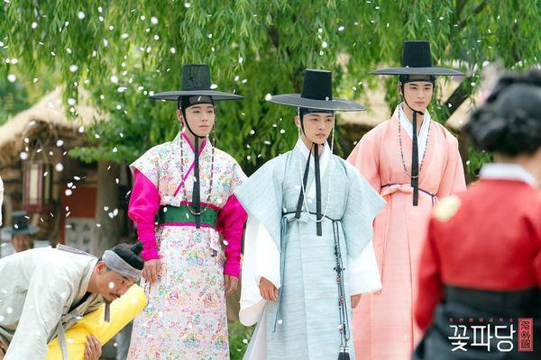 Park Ji Hoon cùng dàn mỹ nam cực phẩm khiến khán giả thích thú trong Vườn sao băng phiên bản cổ trang ảnh 7