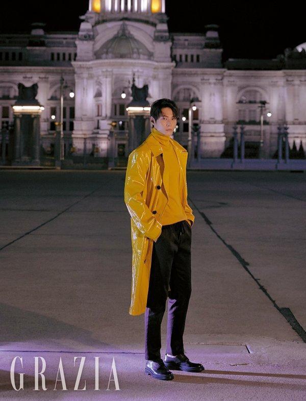 Trong bức ảnh ở Bangkok, Joo Won làm rung động trái tim khán giả bằng sự ấm áp, ngọt ngào.