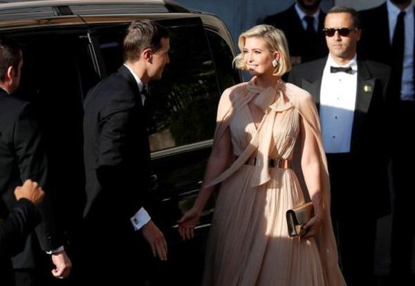 Ivanka Trump được ví như nữ thần khi sự xuất hiện của cô trở thành tâm điểm của buổi tiệc