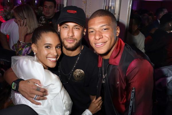 Cindy Bruna thân thiết với 2 ngôi sao của PSG. Là ngôi sao thích tiệc tùng nên chắc chắn, Neymar không thể bỏ qua bữa tiệc này.
