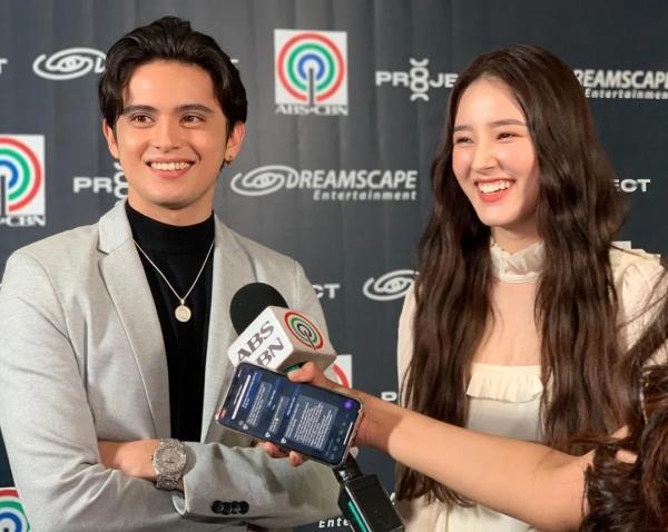 Nancy (MOMOLAND) và nam diễn viên người Philippines James Reid trong buổi hợp báo của ABS-CBN