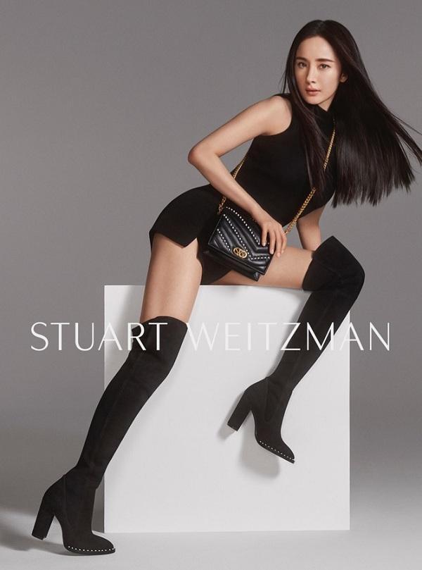 Thần thái Dương Mịch tạo dáng ấn tượng khoe đường cong đẹp ngất ngây với đôi chân thon dài miên man không thua kém nàng siêu mẫu nào trong các chiến dịch quảng cáo