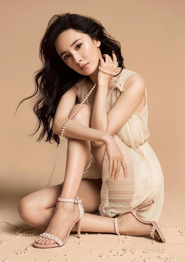 Cô là đại diện gương mặt Châu Á đầu tiên được ưu ái sánh vai cùng các ngôi sao tên tuổi cho nhãn hàng nổi tiếng này