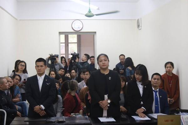 Nguyên đơn và bị đơn tại phiên tòa ngày 20/3.