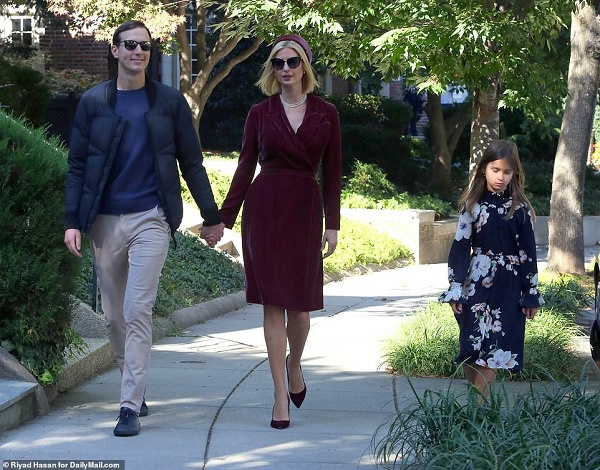 Ivanka Trump dạo phố cùng chồng con trong bộ cánh kiêu sa, thanh lịch mới đây