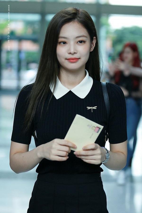 Trước giờ Jennie rất cưng chiều mái tóc đen dài óng ả của mình