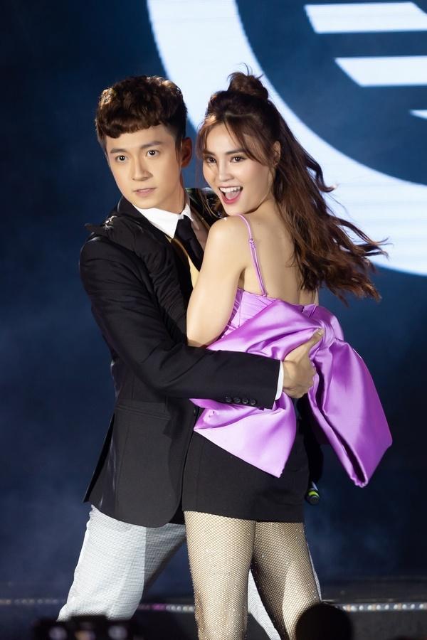 Ninh Dương Lan Ngọc đã có màn song ca vô cùng ấn tượng trên sân khấu cùng Ngô Kiến Huy.
