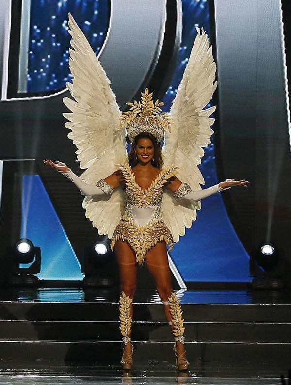 Hoa hậu Peru trên sân khấu Miss Universe 2016.