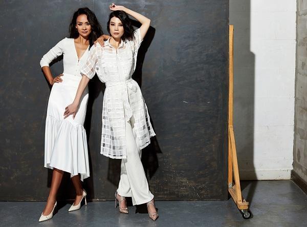 Trong bộ ảnh mới, Trần Bảo Ngọc và Vũ Cẩm Nhung xuất hiện trong cả quần áo dạo phố, đi tiệc và công sở
