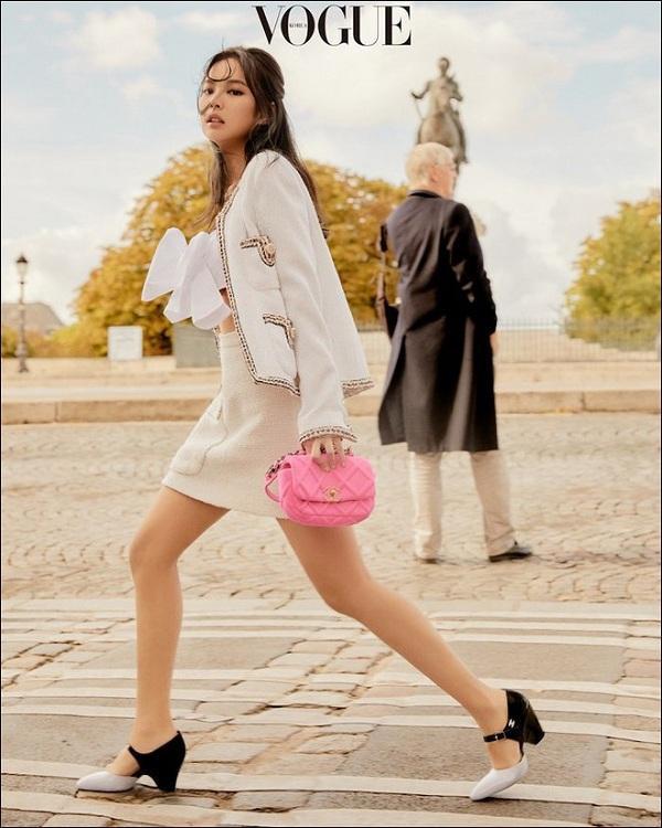 Cúng một set đồ mà Jennie mặc và phối đồ đẹp hơn hẳn chân dài quốc tế Liu Wen