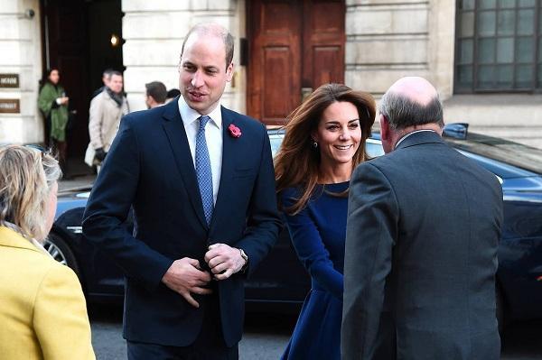 Cặp vợ chồng hoàng tửWilliam & Kate Middleton nếu khán giả để ý cũng chọn tông màu cùng nhau để đến tại sự kiện