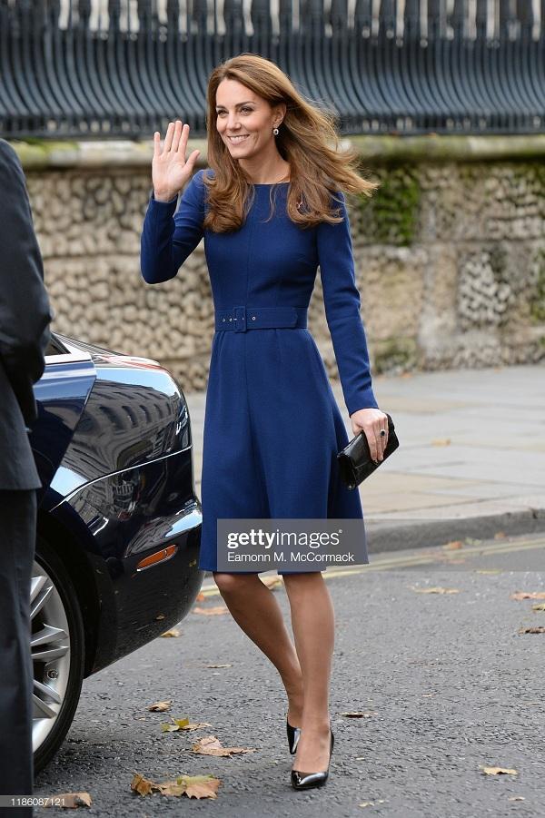 Công nương Kate Middleton đẹp nền nã trong chiếc váy xanh navy trẻ trung, yêu kiều