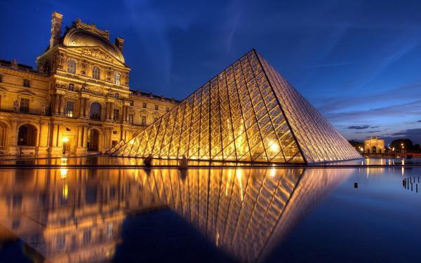 Louvre là một trong bốn viện bảo tàng lớn nhất Thế giới.