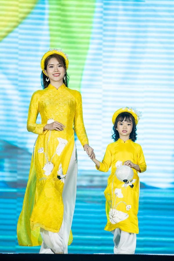 Thùy Dương – bà xã diễn viên Minh Tiệp đẹp nền nã trong những tà áo dài bay phấp phới