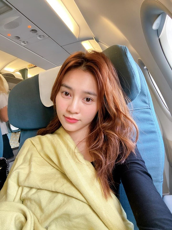 Để mặt mộc tại sân bay: Nhã Phương, H'Hen Niê tưởng đẹp nhất nhưng vẫn thua mỹ nhân này ảnh 9