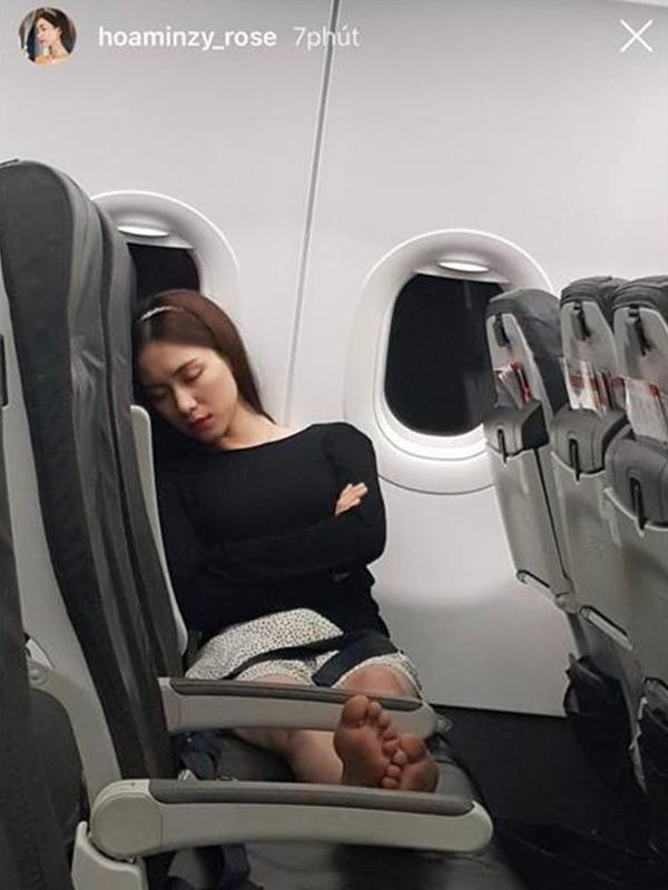 Để mặt mộc tại sân bay: Nhã Phương, H'Hen Niê tưởng đẹp nhất nhưng vẫn thua mỹ nhân này ảnh 3
