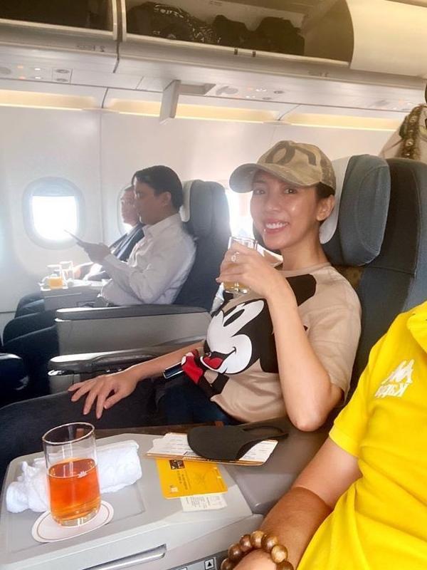 Để mặt mộc tại sân bay: Nhã Phương, H'Hen Niê tưởng đẹp nhất nhưng vẫn thua mỹ nhân này ảnh 7