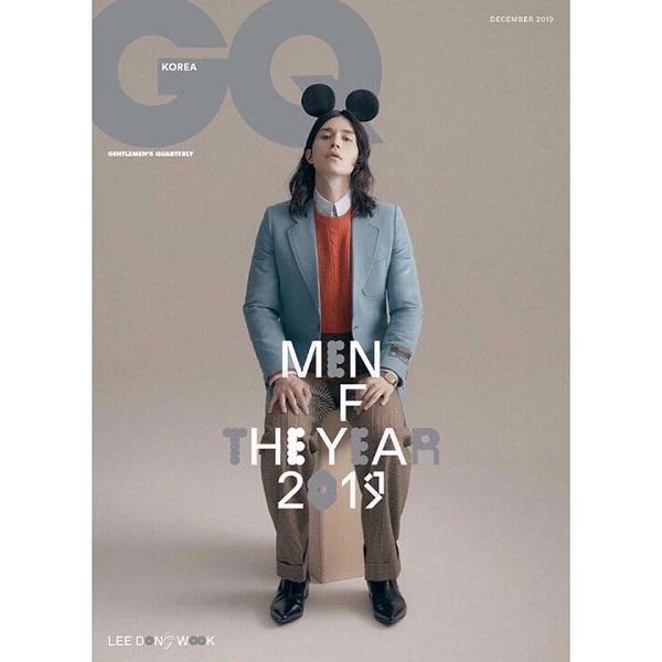"""Mới đâu """"ông chú đẹp trai"""" được mời làm người mẫu trên bìa tạp chí đàn ông GQ Korea số mới nhất cũng với kiểu tóc xoăn nhẹ, dài hơi hướng unisex"""