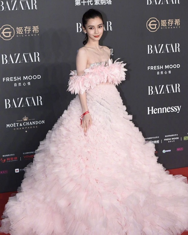 Bộ váy của vợ Huỳnh Hiểu Minh mặc nằm trong BST HAUTE COUTURE củaGiambattista Valli.