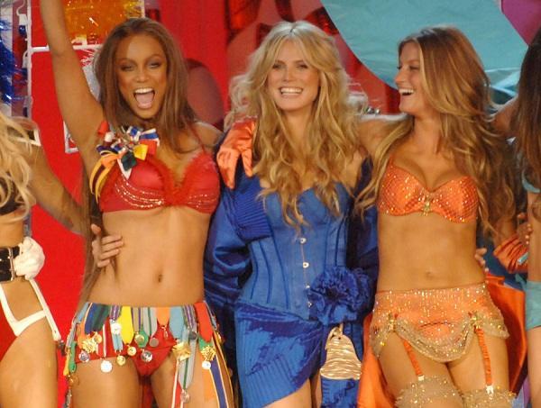 Ba chân dài huyền thoại tạo nên tên tuổi cho show diễn nội y Victoria's Secret từ trái sang Tyra Banks, Heidi Klum vàGisele Bündchen.