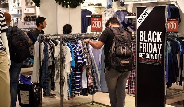 """Những ngày Black Friday cả thế giới như đang ùa vào ngày này để mua sắm cho mình những items có """"giá trị"""" tốt nhất"""