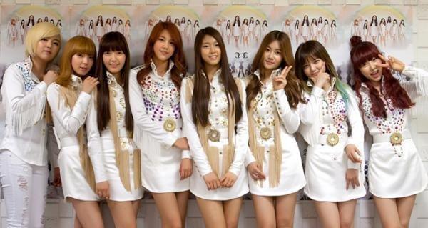Đội hình ra mắt của AOA vào năm 2012