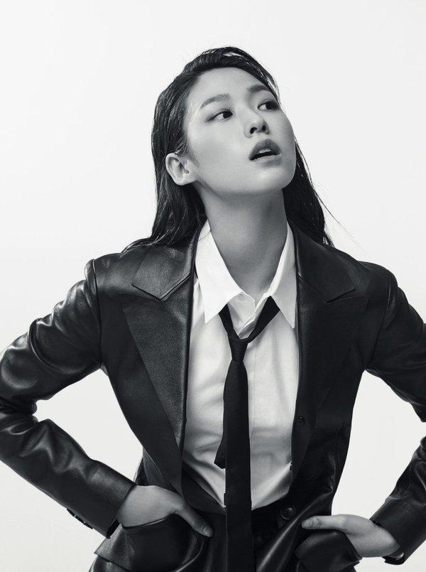 Nữ thần Seolhyun (AOA).